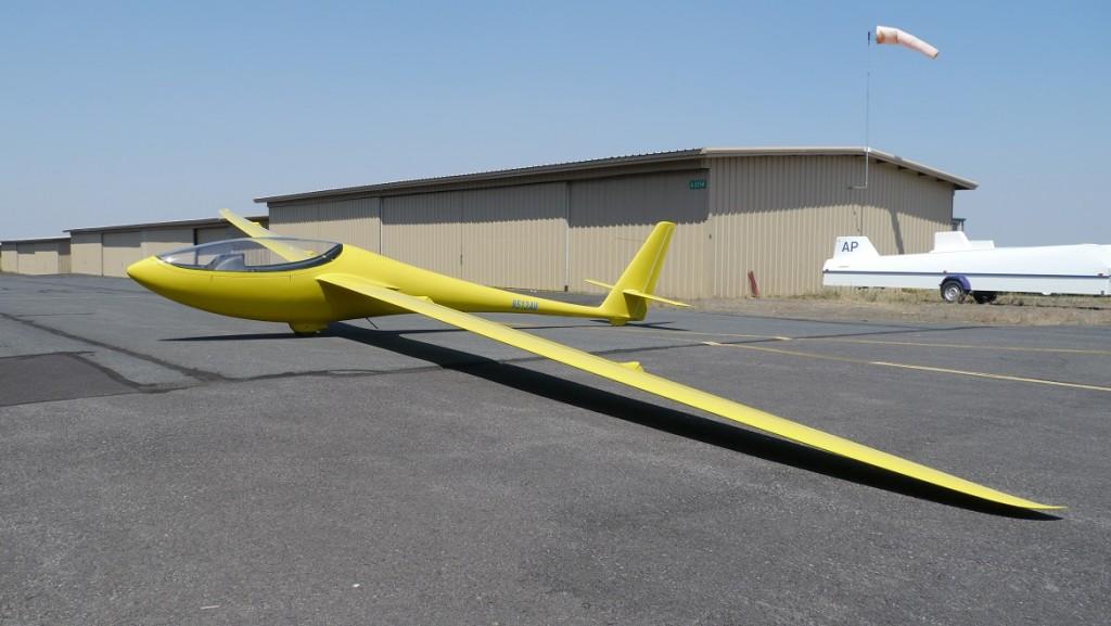 Der rassige amerikanische Sparrow Hawk war mit einer Vmin von 59 km/h zu schnell, um nach LTF-L mustergeprüft zu werden (Forderung 55 km/h). Nun könnte er nach LTF-UL 2003 geprüft werden, die nur 65 km/h als Vmin vorschreibt, um dann mit einem Leergewicht unter 120 kg als LL eingetragen zu werden. Flieger dieser Art könnten die Sportart Segelfliegen in der 120 kg -Klasse für viele Interessenten deutlich attraktiver mach